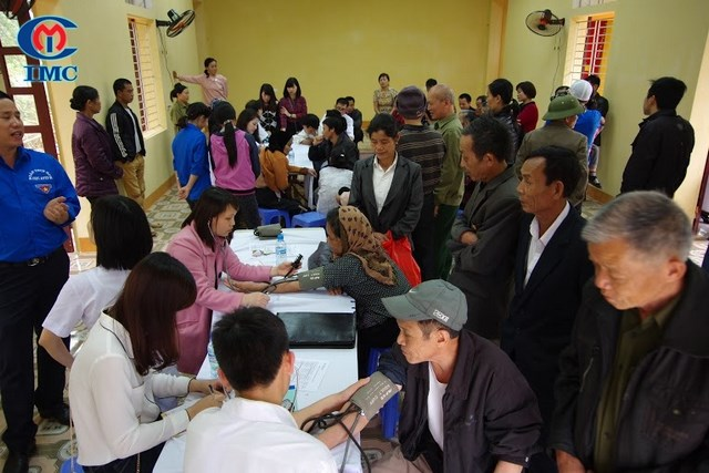 IMC tu thien (3), khám chữa bệnh cho người nghèo