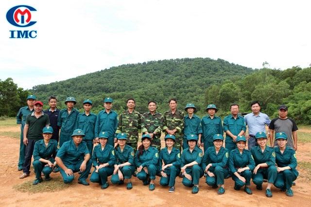 Huấn luyện bắn đạn thật của Trung đội Dân quân tự vệ công ty IMC năm 2016