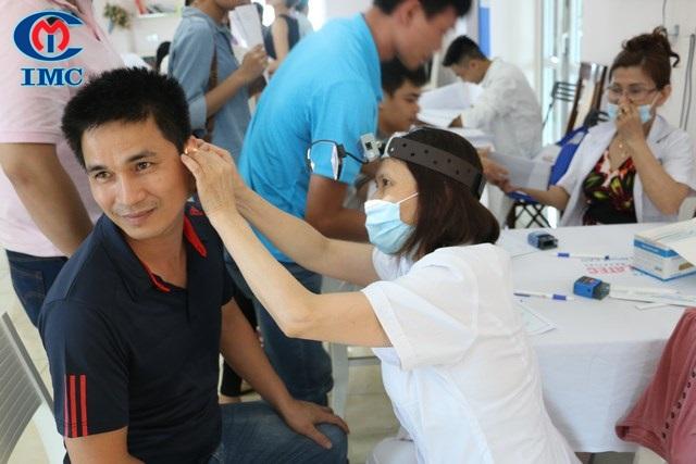 IMC tổ chức khám chữa bệnh cho CBNV