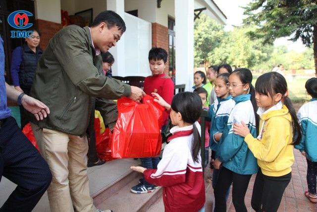 IMC – Đón xuân cùng làng trẻ SOS Việt Trì 2017