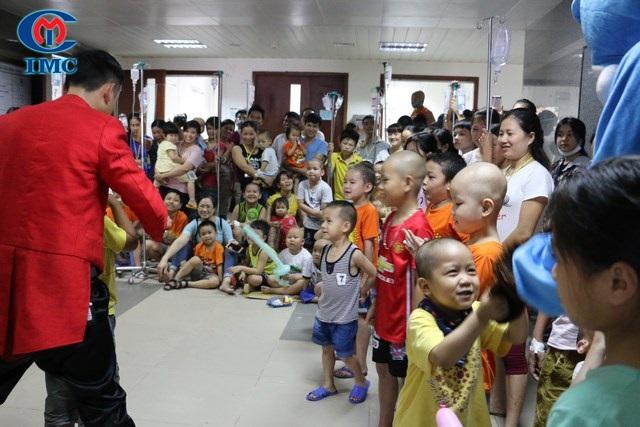 IMC – Vui tết thiếu nhi cùng các em nhỏ tại Bệnh viện Huyết học và Truyền máu Trung ương
