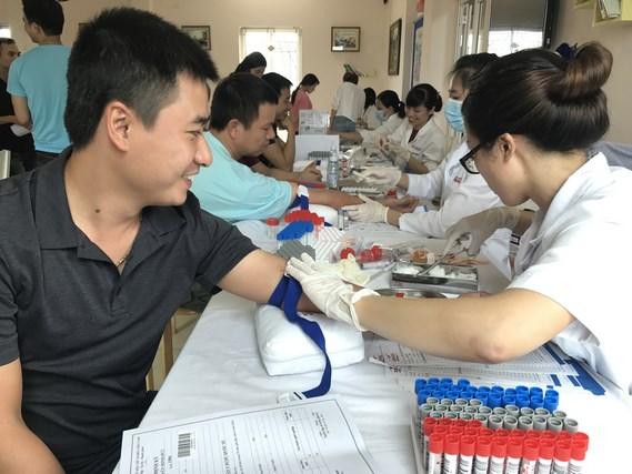 IMC tổ chức khám chữa bệnh cho CBCNV
