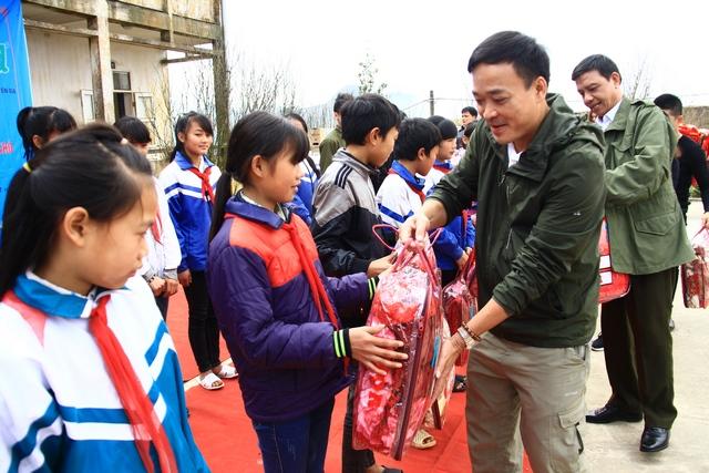 """IMC – """"Xuân đến trường"""" cùng các em học sinh THCS xã Mẫu Sơn, huyện Lộc Bình, tỉnh Lạng Sơn"""