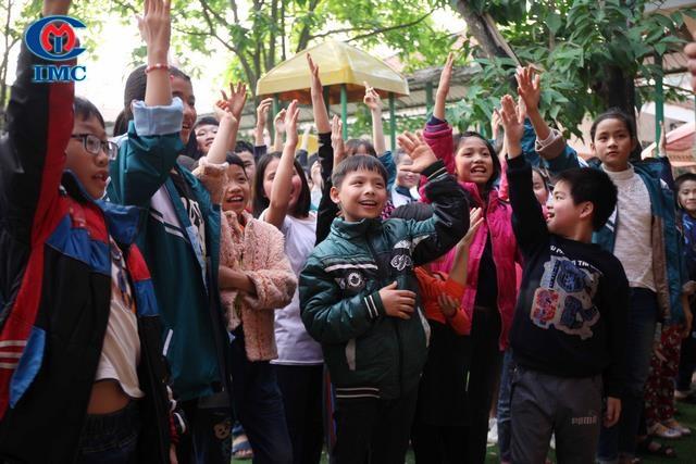 IMC Xuân yêu thương đến sớm với làng trẻ SOS Việt Trì