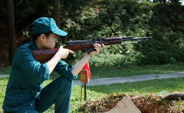 Huấn luyện bắn đạn thật của Trung đội Dân quân tự vệ công ty IMC năm 2019